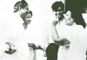 Джаннабай (крайняя справа) с Дилипом Кумаром, Наргис и Мехбубом