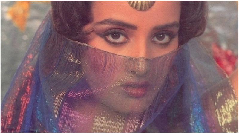 Фарха Нааз вышла замуж за борца Винду Дара Синха вопреки воле своей матери, и в конце концов развелась с ним