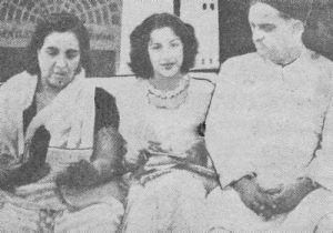 Наргис с отцом и матерью