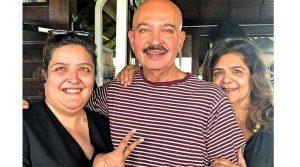 Ракеш Рошан с женой и дочерью